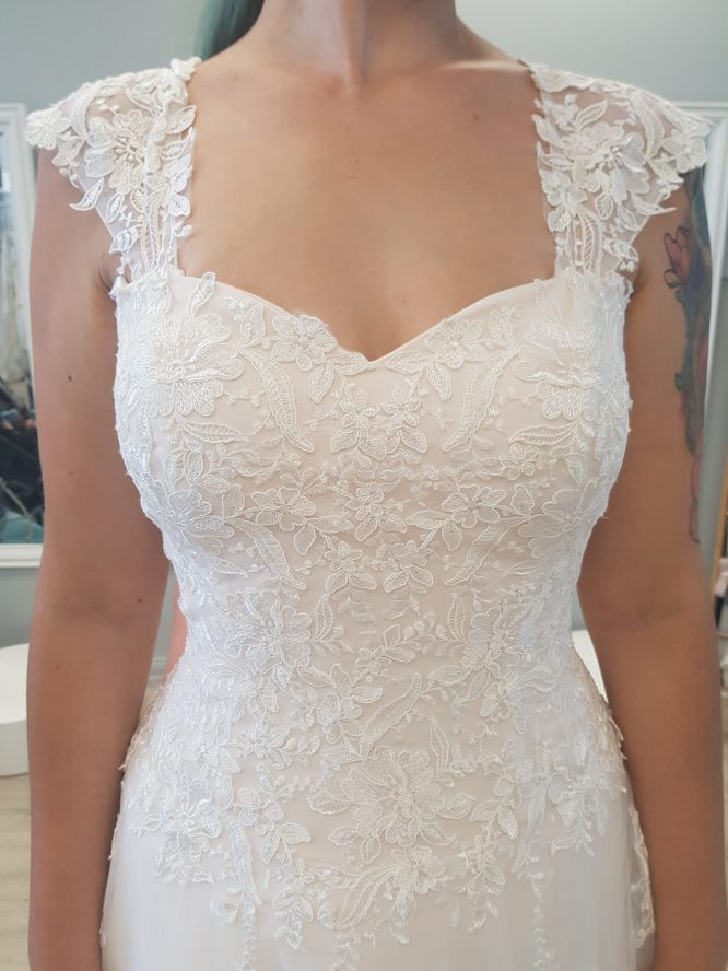 lace ultimate bride wedding dress | sell my wedding dress australia