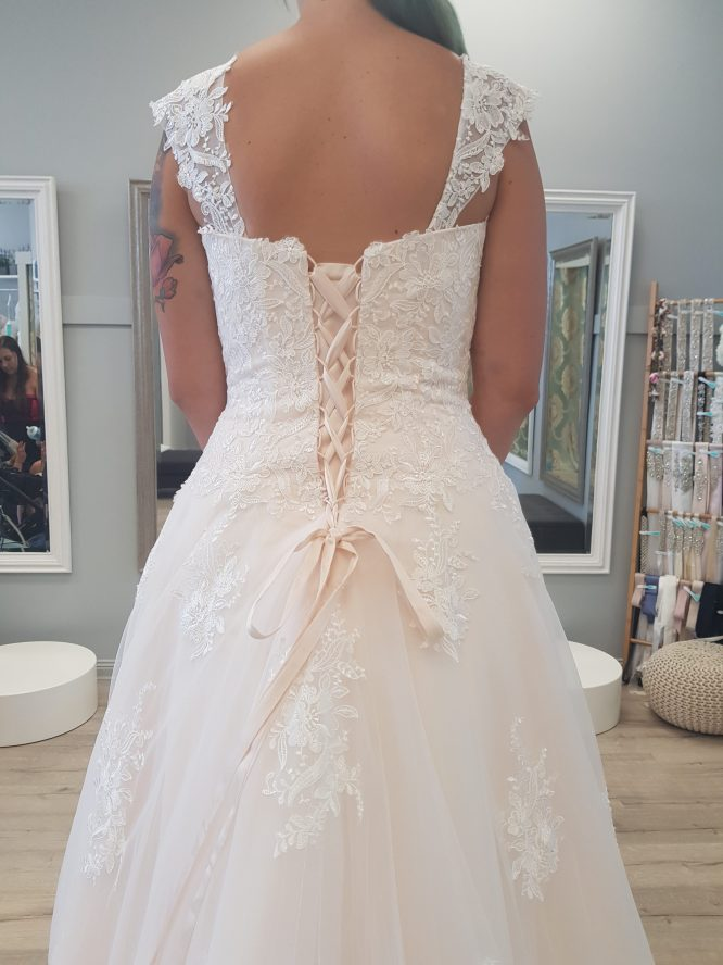 size 14 ultimate bride wedding dress | secondhand wedding dress