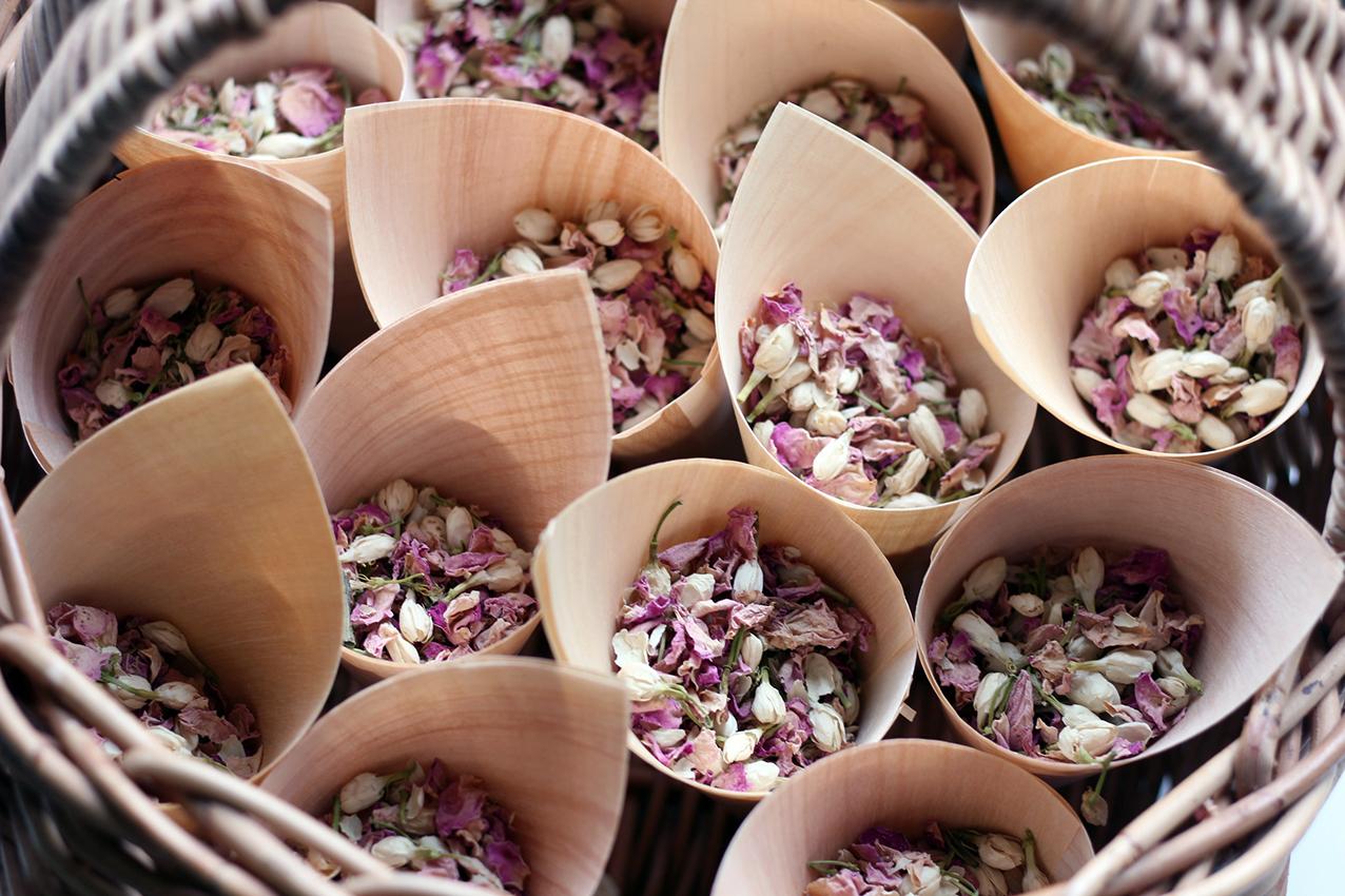eco wedding confetti   eco bride ideas
