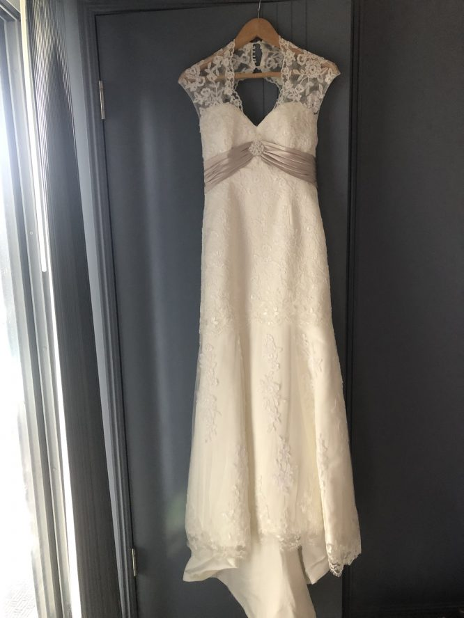 ivory lace wedding dress | pre-loved wedding dress australia