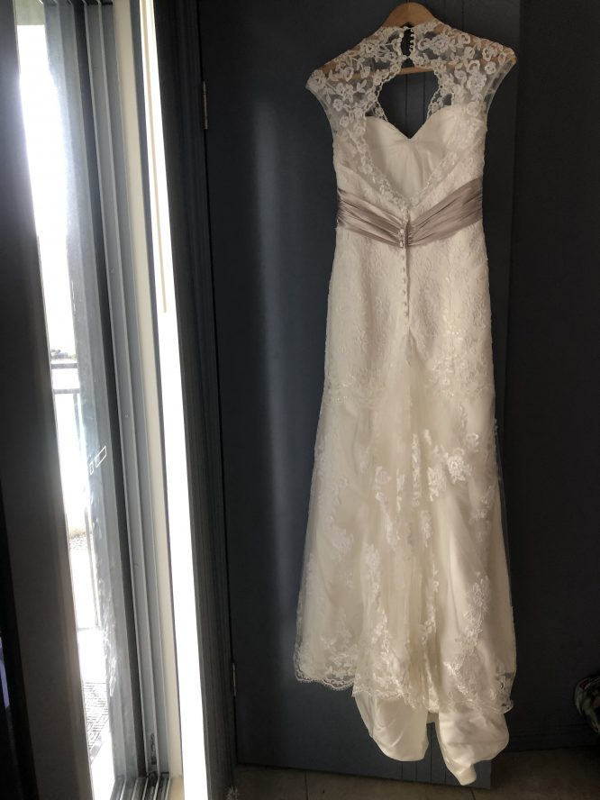 trumpet style lace wedding dress | secondhand wedding dress australia