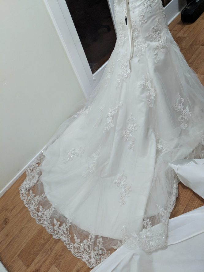 pre-loved cizzy bridal wedding dress | sell your wedding dress
