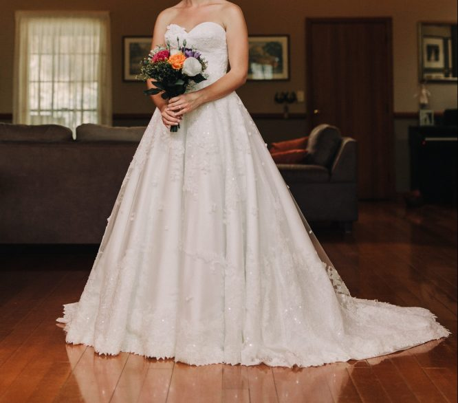 pre-loved lace jack sullivan wedding dress