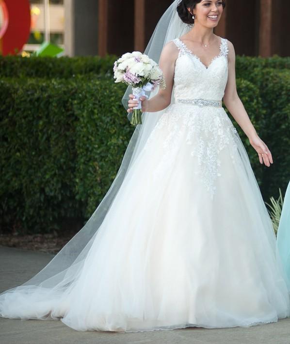 lace divina sposa wedding dress | sell my wedding dress