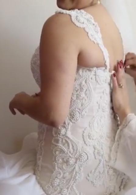 white pre-loved wedding dress   secondhand wedding dress