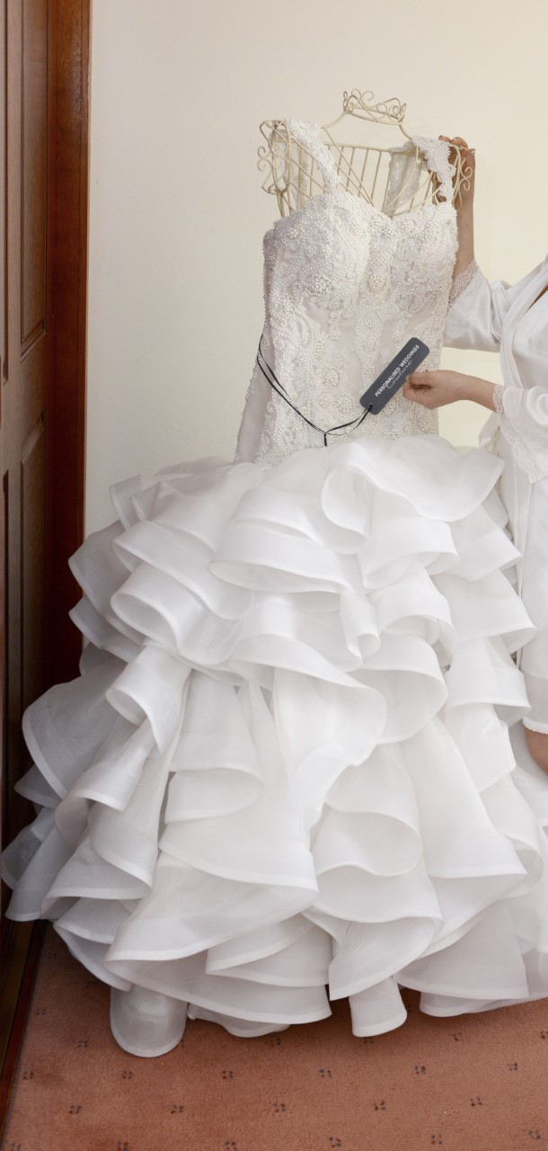 strapless pre-loved wedding dress | buy pre-loved wedding dress
