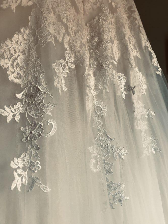 off white pronovias wedding dress   buy pre-loved wedding dress