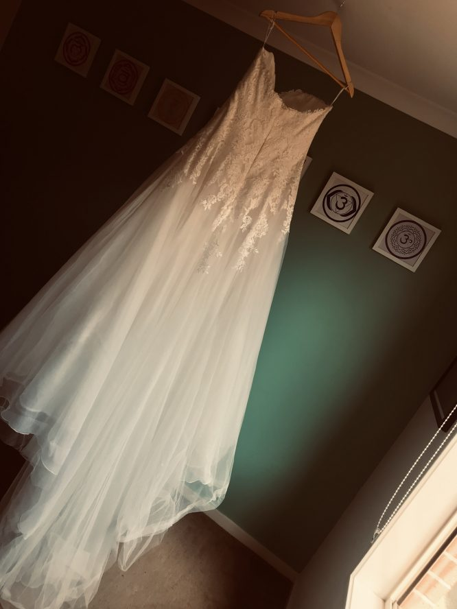 lace pronovias wedding dress   sell your wedding dress