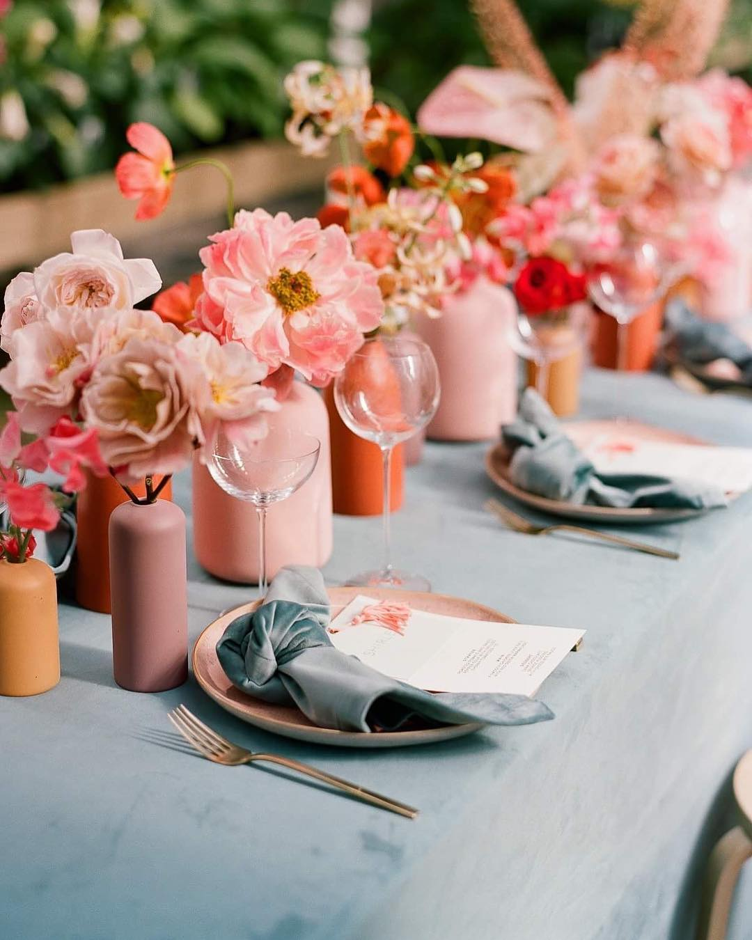 Living coral wedding styling | living coral wedding