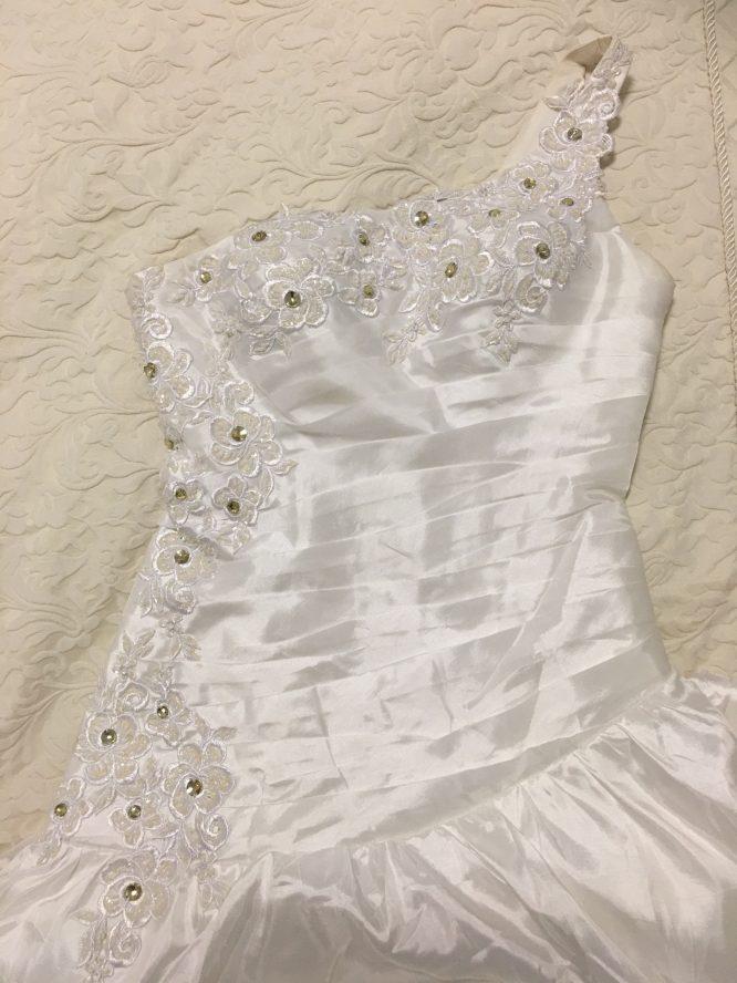 Design by lyn wedding dress | sell my wedding dress