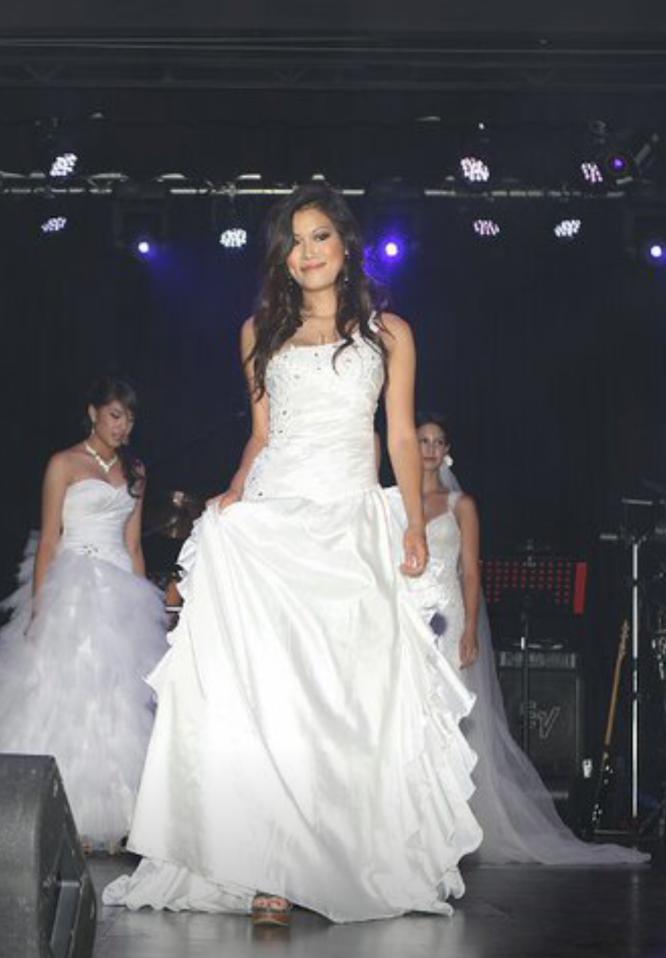 size 8 one shoulder wedding dress | secondhand wedding dress