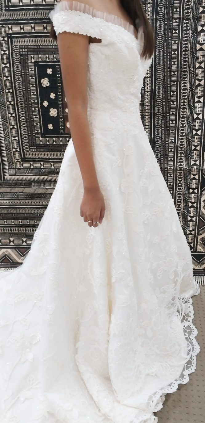 pre-loved lace wedding dress gold coast | sell my wedding dress