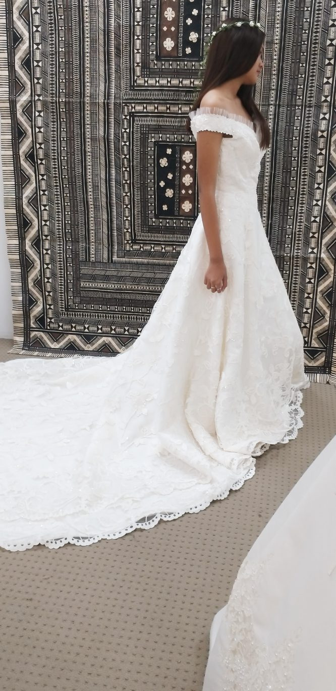 off the shoulder wedding dress | secondhand wedding dress
