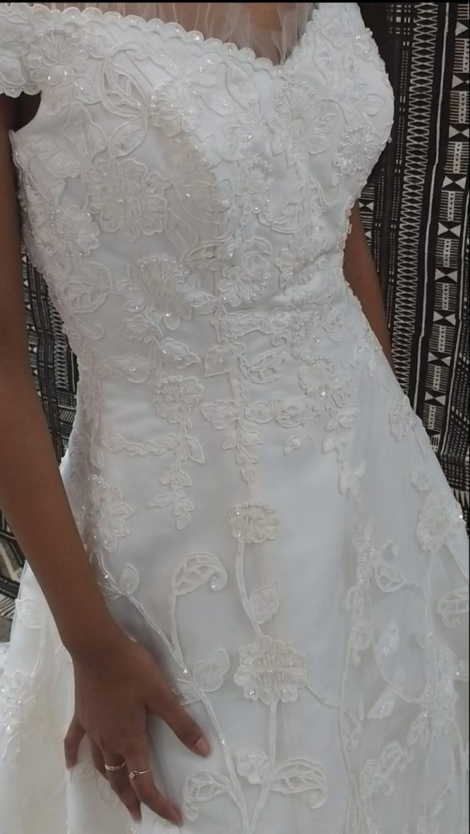 lace aline wedding dress | pre-loved wedding dress