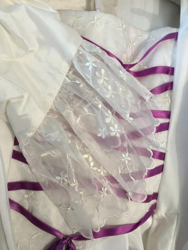 Size 12 medieval style wedding dress | sell my wedding dress