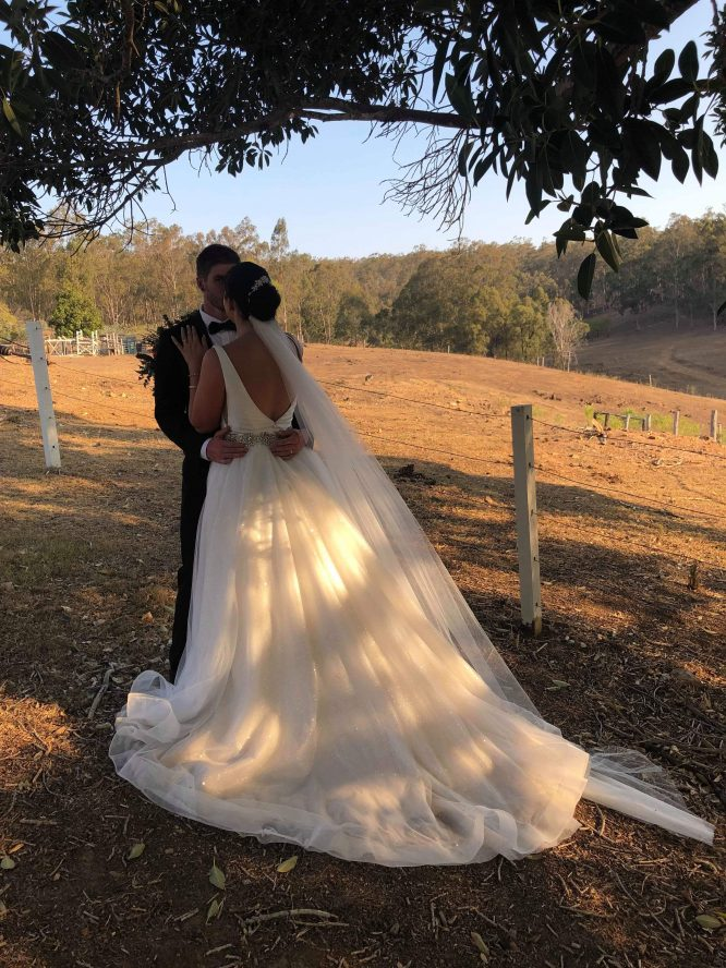 minimalistic wedding dress | secondhand wedding dress