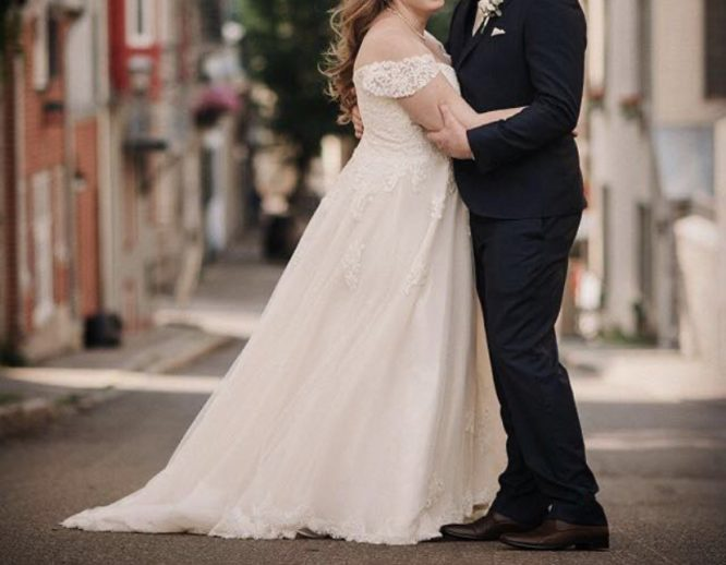 ivory stella york wedding dress | preowned wedding dress