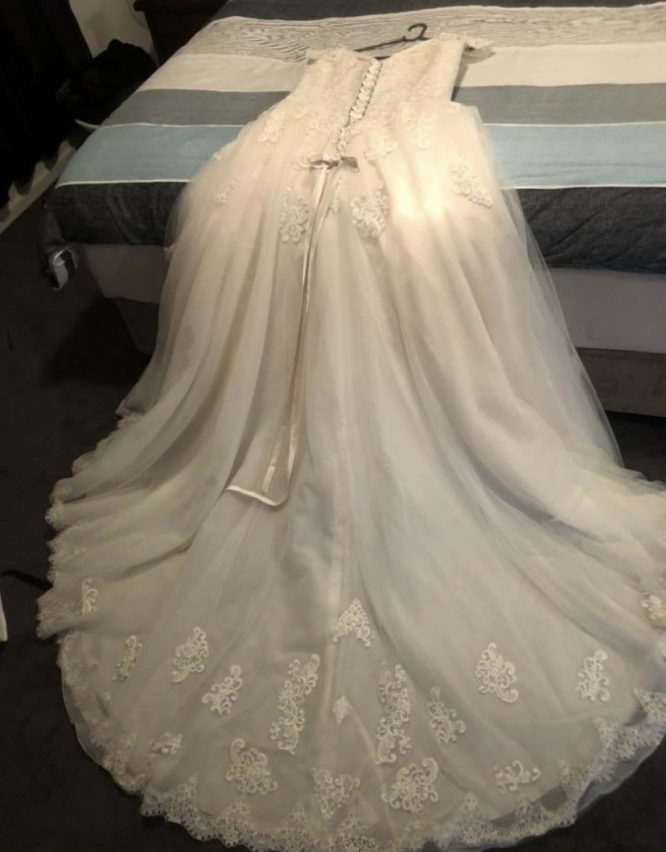 size 14 stella york wedding dress | wedding dress hire melbourne