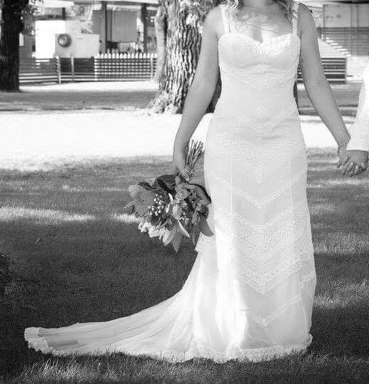 lace qnique wedding dress | hire wedding dress